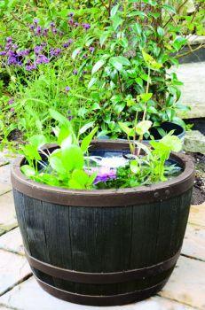 Květináč BLENHEIM HALF BARREL 22L MĚĎ stewart - vše pro venkovní posezení na zahradě a na terase